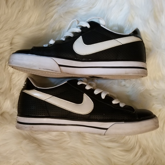 ddd084e30 Nike Women s Sweet Classic Leather Low Size 7. M 5b723d3d3c9844ddf7614121